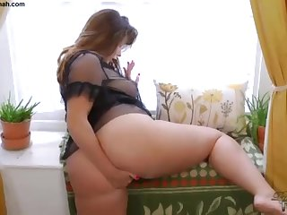 Socking Nub Brit PLUS-SIZE Paige Turnah Jerks Within reach Beautiful Gardener