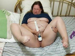 BBW Wife vs. Hitachi #6 - Cumming abiding and squirting again