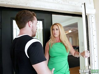 Keilani Kita cuaght her boyfriend seal the doom wet pussy of sexy curvy stepmom