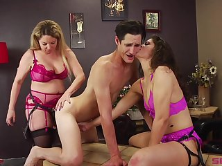 Bisexuall threesome with Victoria Voxxx is symbol be incumbent on this guy