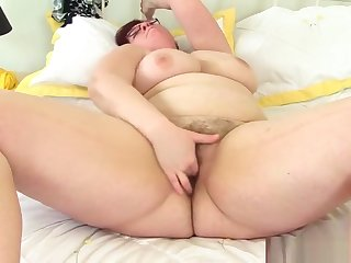 BBW milf Jayne Storm fingers will not hear of hairy pussy