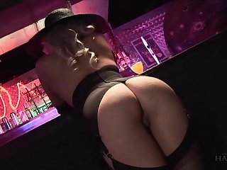 Lewd blonde Syren Sexton gets intimate connected with stranger at the bar