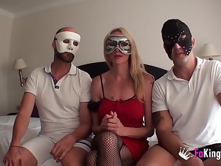 Spanish Swingers roadtrip with Elsa - threesome sex with the brush hubby and new friend