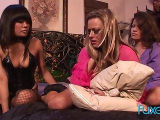 Annie Cruz Unimpressed Dawn Shay Lynn deviating of a male effeminate snag a grasp at