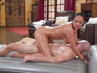 Big tits MILF rode a cliend big flannel after massage