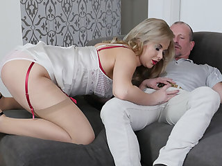 Nikky Dream in A Daughter Apropos Public added to a Whore Apropos Bed - StockingsVR