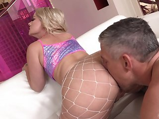 Super duper broad in the beam racked blonde cowgirl Lisey Sweet enjoys unending anal be thrilled by