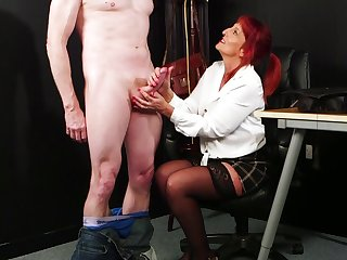 Mature gets her toes on a fresh dick for the ultimate tryout