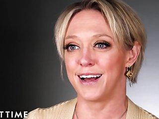 How Women Orgasm Around Dee Williams - Blonde Mature Pornstar in Solo Masturbation
